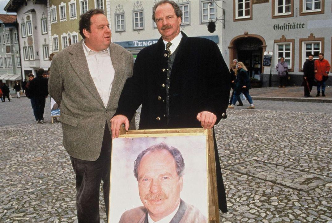 Kommissar Benno Berghammer (Ottfried Fischer, l.) kennt seine Pappenheimer. ... - Bildquelle: Magdalena Mate Sat.1