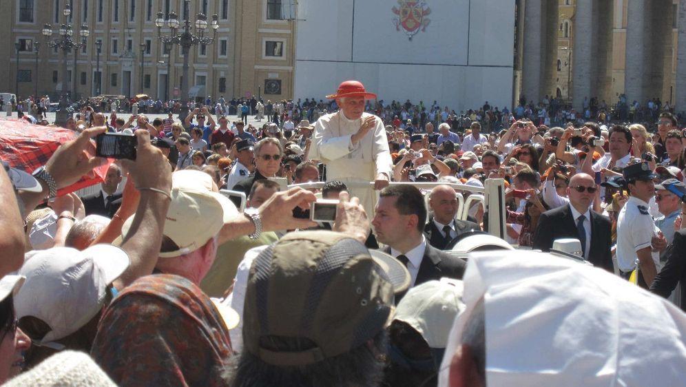 Willkommen Papst Benedikt - Bildquelle: Foo