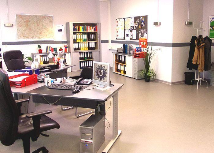 k11-130108-alexs-und-michaels-arbeitsplatz_SAT - Bildquelle: Constantin Entertainment GmbH/SAT.1