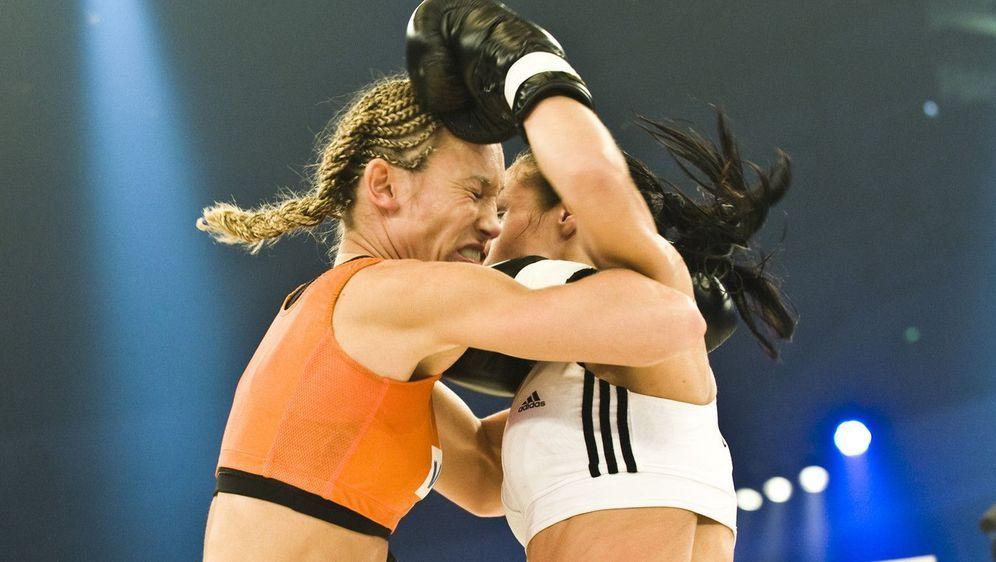 ran-Boxen: WKA-Titelkampf Christine Theiss vs. Su Jeong Lim - Bildquelle: Foo